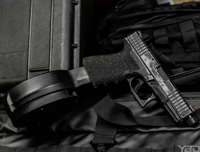 If you ever wondered what a 50rd drum mag looks like in a Glock 19... now you know.